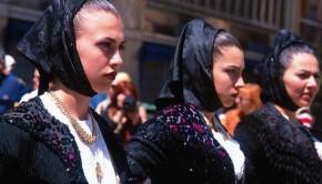 113-donne_in_costume_sardo