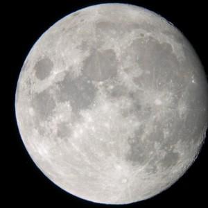 Moon-09.04.04-580x435